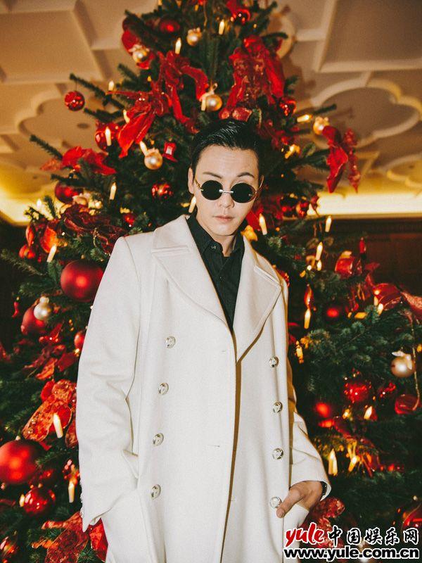 陈伟霆德国看秀  提前解锁圣诞季资讯生活
